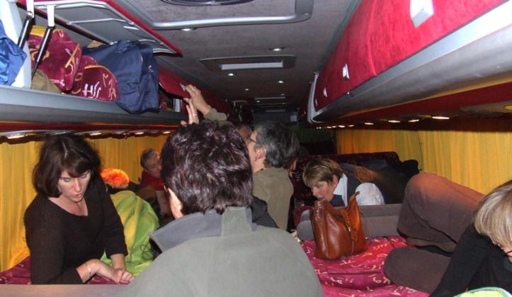 Les anciens jeunes dans leur bus