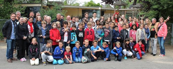Gruppenfoto kurz vor der Abreise der bretonischen Sportlergruppe